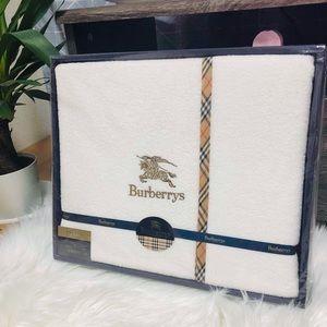 BURBERRY BLANKET/THROW NIB 55x94 INCHES